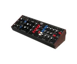 Behringer MODEL D Sintetizador Analógico Monofônico