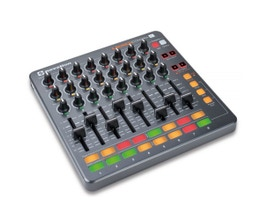 Novation LAUNCH CONTROL XL Controladora Pad USB